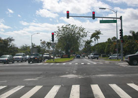 Palani Road heads into downtown Kailua-Kona, through its intersection with Queen Kaahumanu Highway