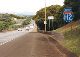 Scenic view of H2 southbound, with H2 shield at right