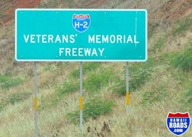 Name sign near south end of northbound H-2, identifying it as Veterans Memorial Freeway