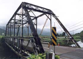 Another side view of the pre-restoration Hanalei Bridge