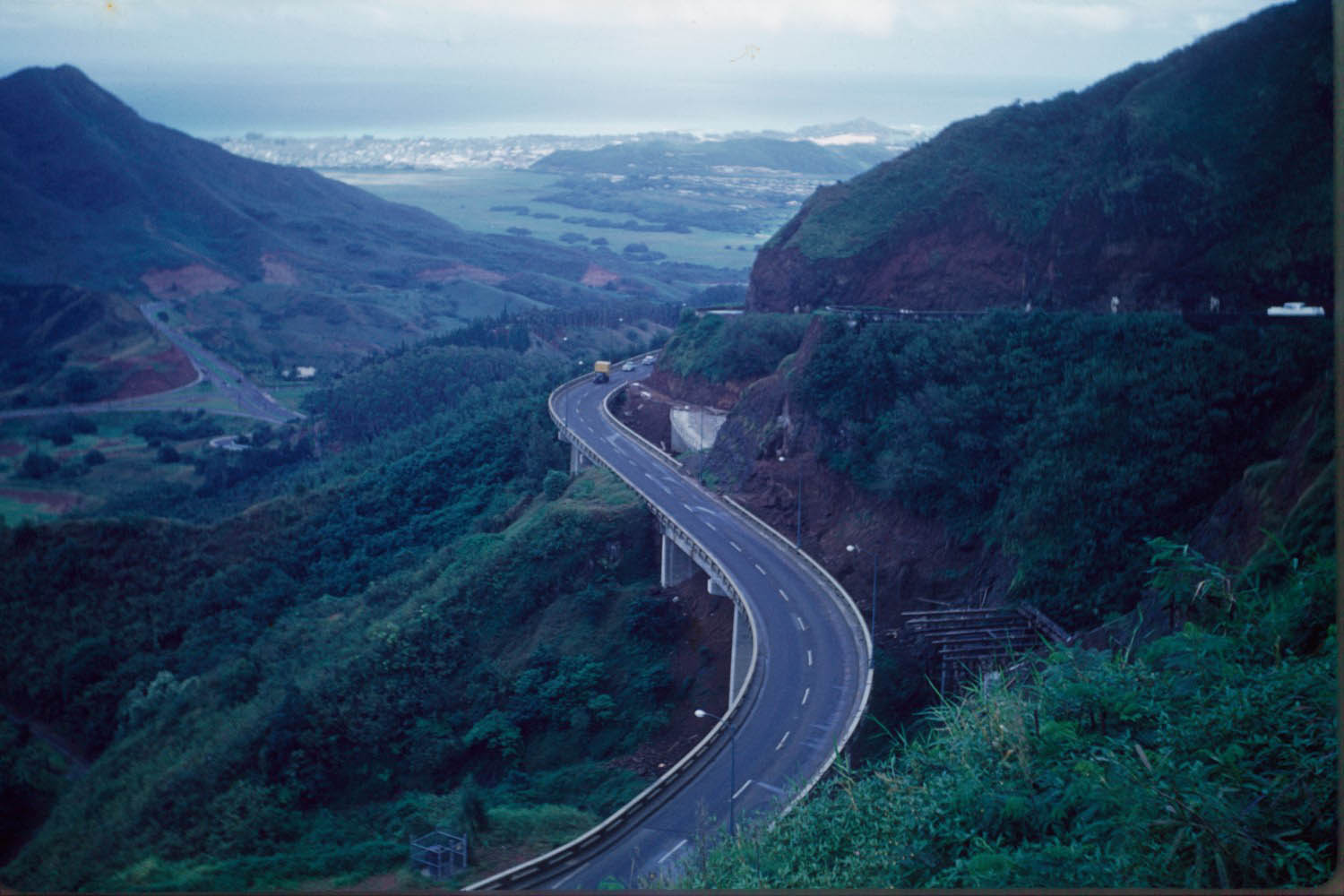 http://www.hawaiihighways.com/pali-hwy-1960-large.jpg