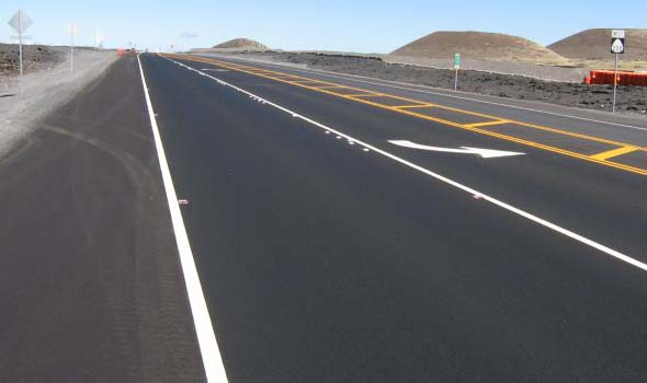 Smooth pavement on the new Ala Mauna Saddle Road alignment, westbound at the left turn lane just west of the Mauna Kea summit road turnoff