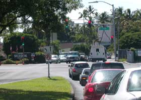 Palani Road and state route 190 end here in downtown Kailua-Kona, at intersection with Kuakini Highway; road on other side of intersection is Ali'i Drive